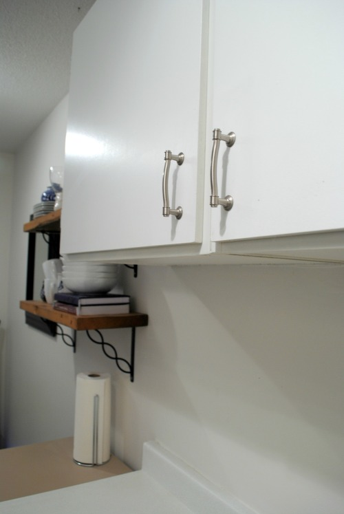 Silver pulls and open shelves